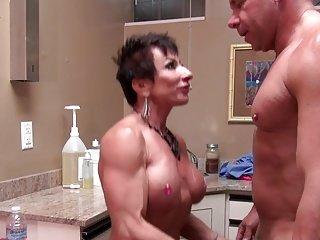 sexy reife muskulöse frauen muskel